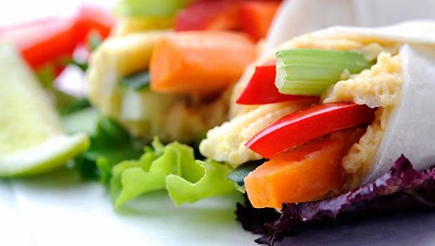 Τελικά πρέπει να τρώμε ενδιάμεσα σνακ κατα τη διάρκεια της ημέρας;