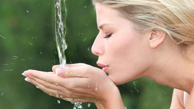 Το νερό αδυνατίζει! Tips για να πίνεις περισσότερο καθημερινά...