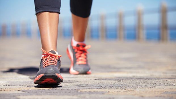 15 λεπτά περπάτημα τη μέρα σου χαρίζουν έως και 3 χρόνια ζωής