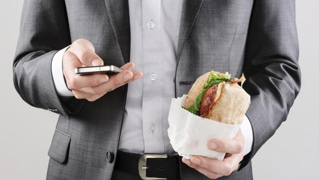 4 συνήθειες για να νικήσεις τα κιλά του γραφείου