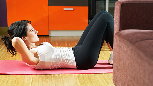 5 ασκήσεις για να γυμνάσεις τους κοιλιακούς σου στο σπίτι