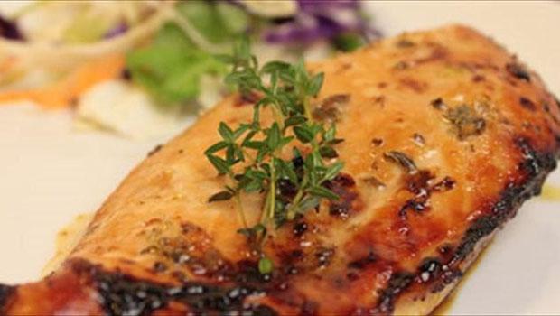 Γεύση στα ύψη - θερμίδες στο ελάχιστο! Κοτόπουλο με μέλι και άρωμα από θυμάρι