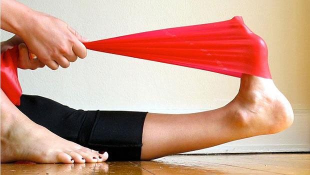 4 ασκήσεις για να αποφύγετε τους πόνους στα πόδια