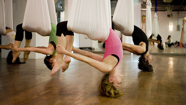 Aerial Yoga: Κάψιμο λίπους και ενδυνάμωση