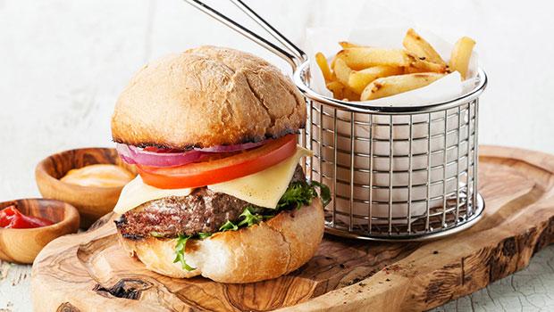 Cheat Day: Μια λάθος προσέγγιση για να ξεφεύγεις από τη διατροφή σου