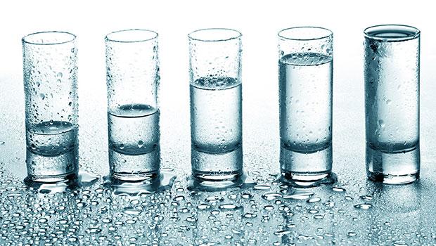 Τα 8 ποτήρια νερό την ημέρα είναι τελικά μύθος;