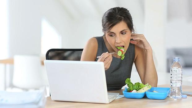 Φαγητό στη δουλειά: Ένας γρίφος που απαιτεί σωστές και πρακτικές λύσεις