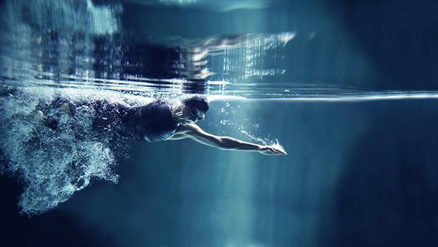 Πως βοηθά το κολύμπι και η άσκηση στο νερό σε διάφορες παθήσεις;