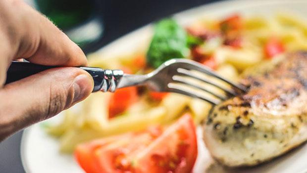 Ο μύθος ότι αν συνδυάζεις πρωτεΐνη με υδατάνθρακα θα παχύνεις