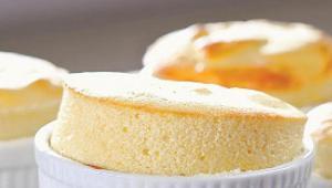 Σουφλέ με γιαούρτι -  Ένα αφράτο snack για την κάθε στιγμή.