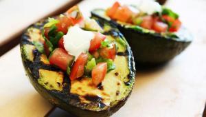 Αβοκάντο στην σχάρα με μείγμα λαχανικών – Μια αέρινη γεύση της Μεσογείου!