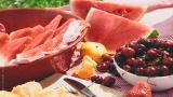Καρπούζι και κεράσια: Μάθετε για τα 2 αγαπημένα φρούτα του καλοκαιριού!